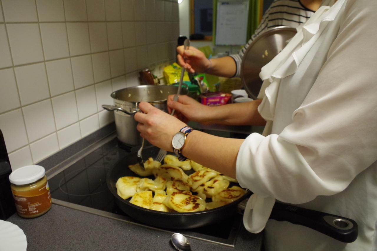 Auch beim Kochen eine tolle Truppe